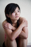 Aziatisch meisje dat aan de kant kijkt Royalty-vrije Stock Fotografie