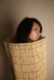 Aziatisch meisje dat weg kijkt royalty-vrije stock afbeeldingen