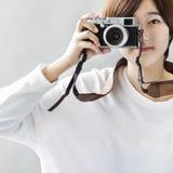 Aziatisch Meisje die Beelden nemen door Cameraconcept Royalty-vrije Stock Fotografie