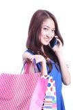 Aziatisch meisje die mobiele telefoon spreken Royalty-vrije Stock Fotografie