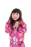 Aziatisch meisje in jasje met kap op wit Stock Foto