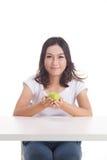 Aziatisch meisje met appel Stock Afbeelding