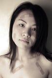 Aziatisch meisje met verbanden Stock Fotografie