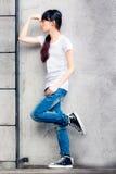 Aziatisch meisje op een ladder stock afbeeldingen