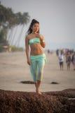 Aziatisch meisje op het strand Royalty-vrije Stock Foto's
