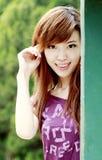Aziatisch meisje in openlucht Royalty-vrije Stock Afbeeldingen