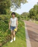 Aziatisch Meisje in openlucht stock foto's