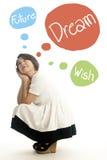 Aziatisch mooi of meisje dat droomt denkt Stock Fotografie