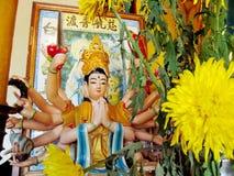 Aziatisch mythologisch multiarmstandbeeld Stock Afbeeldingen