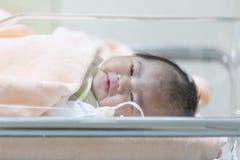 Aziatisch onlangs geboren babymeisje Royalty-vrije Stock Afbeelding