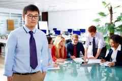 Aziatisch uitvoerend jong zakenmanportret stock afbeeldingen