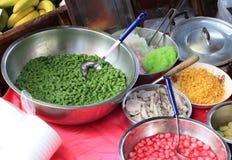 Aziatisch voedsel bij markt stock fotografie
