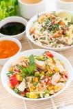 Aziatisch voedsel - gebraden rijst met tofu, noedels met groenten Royalty-vrije Stock Fotografie