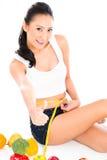 Aziatisch vrouw het op dieet zijn verliezend gewicht Stock Afbeelding