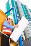 Aziatische arbeider of supervisor op bouwterrein Stock Foto