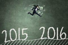 Aziatische arbeiderslooppas om nummer 2016 te bereiken Stock Afbeeldingen