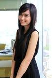 Aziatische bedrijfsvrouw in het bureau Royalty-vrije Stock Foto's