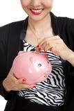 Aziatische bedrijfsvrouw met muntstuk en van het varkensmuntstuk bank Stock Foto
