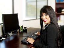 Aziatische bureausecretaresse Royalty-vrije Stock Foto's