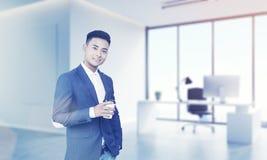 Aziatische CEO in zijn bureau Stock Foto