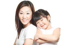 Aziatische Chinese moeder met het portret van de dochterfamilie Royalty-vrije Stock Afbeelding