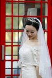 Aziatische Chinese vrouw in huwelijkskleding Stock Afbeelding