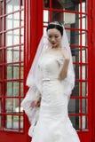 Aziatische Chinese vrouw in huwelijkskleding Stock Foto's