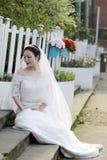 Aziatische Chinese vrouw in huwelijkskleding Stock Afbeeldingen
