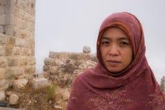 Aziatische dame bij Ajloun-Kasteel Stock Foto