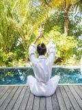Aziatische Dame het praktizeren Yoga Stock Afbeelding