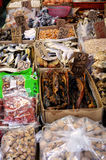 Aziatische die markt dichtbij de stad van Hongkong ondergronds wordt gevestigd Stock Foto's