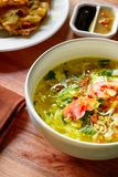 Aziatische die Soep op Houten Lijststilleven wordt geplaatst Royalty-vrije Stock Foto