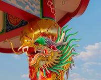 Aziatische draak in de Chinese tempel, de godsdienst van China stock afbeeldingen