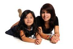 Aziatische en Spaanse Meisjes Royalty-vrije Stock Foto's