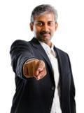 Aziatische Indische bedrijfsmensenvinger die op u richten Royalty-vrije Stock Foto's
