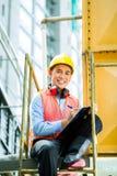Aziatische Indonesische bouwvakker op bouwterrein Royalty-vrije Stock Fotografie