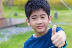 Aziatische jonge jongen Royalty-vrije Stock Afbeeldingen
