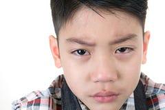 Aziatische leuke droevig en jongen die schreeuwen Stock Fotografie