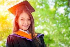 Aziatische leuke gelukkige de graduatieglimlach van het vrouwenportret Royalty-vrije Stock Fotografie
