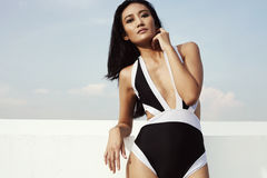 Aziatische manier in swimwear Royalty-vrije Stock Foto's