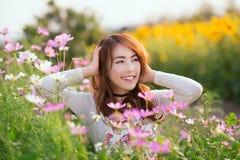 Aziatische meisjeslach Stock Foto