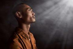 Aziatische mens in gevangenis royalty-vrije stock afbeelding