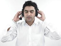 Aziatische mens met zijn hoofdtelefoons Stock Foto