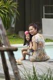 Aziatische moeder en haar dochter Royalty-vrije Stock Afbeeldingen