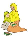 Aziatische moslim oude dame met kleindochter Royalty-vrije Stock Foto's
