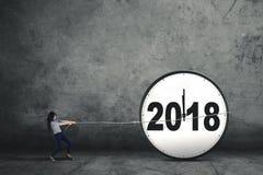 Aziatische onderneemster die nummer 2018 trekken Stock Foto's