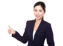 Aziatische Onderneemster met omhoog duim Royalty-vrije Stock Fotografie