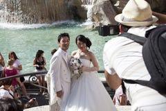 Aziatische paarjonggehuwden in Rome Italië Stock Foto's