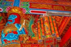 Aziatische rode gouden draak in de Chinese tempel, de godsdienst van China royalty-vrije stock afbeelding