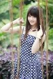 Aziatische schoonheid in de tuin Stock Foto